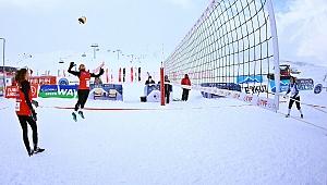 Erciyes'te Kar Voleybolu Başladı