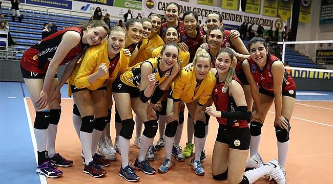 Fenerbahçe'ye bir darbe de Vakıfbank'tan!