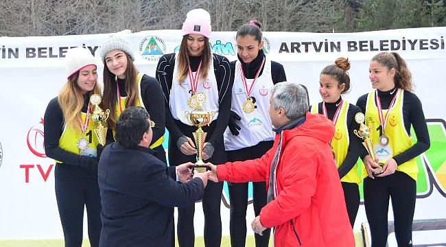 Kar Voleybolu Şampiyonası'nda Madalyalar Sahiplerini Buldu