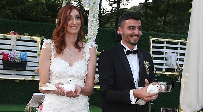 Polen ve İzzet evlendi