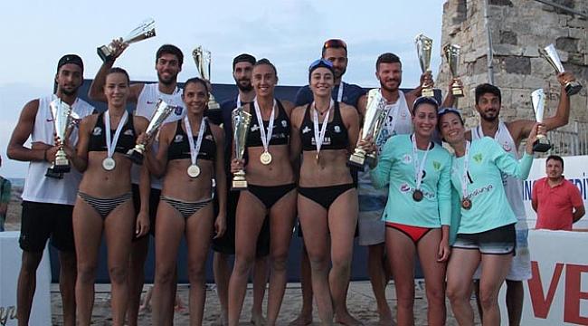 TVF Plaj Voleybolu Kulüpler Ligi Finalleri'nde Kupa ve Madalyalar Sahiplerini Buldu