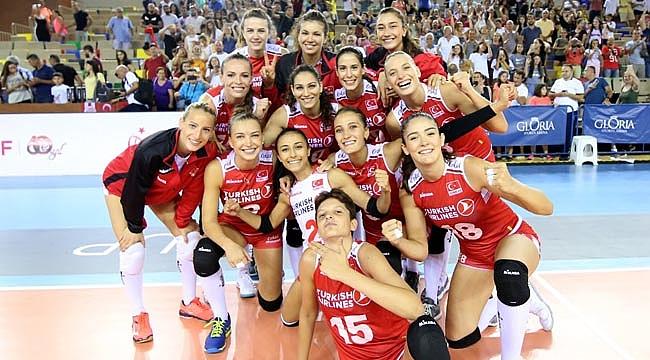 Filenin Sultanları, Gloria Cup Volleyball'a Galibiyetle Başladı