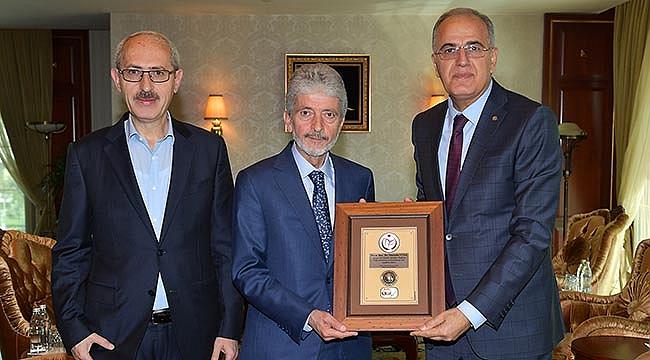 Başkan Üstündağ, Mustafa Tuna'yı Ziyaret Etti