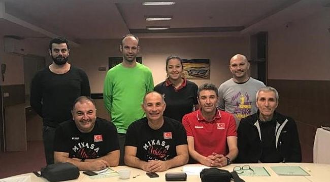 TVF Altyapı Erkek Milli Takım Antrenörleri, Adana İli Erkek Altyapı Antrenörleri İle Buluştu