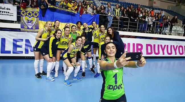 Fenerbahçe Opet, Halkbank'ı kolay geçti