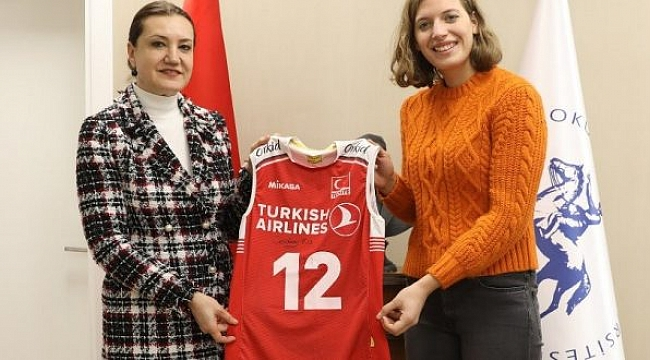 Cansu Özbay'dan DEÜ Rektörü Hotar'a Ziyaret