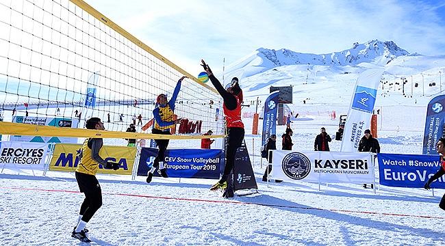 CEV Kar Voleybolu Erciyes Etabı'nda İlk Gün Tamamlandı