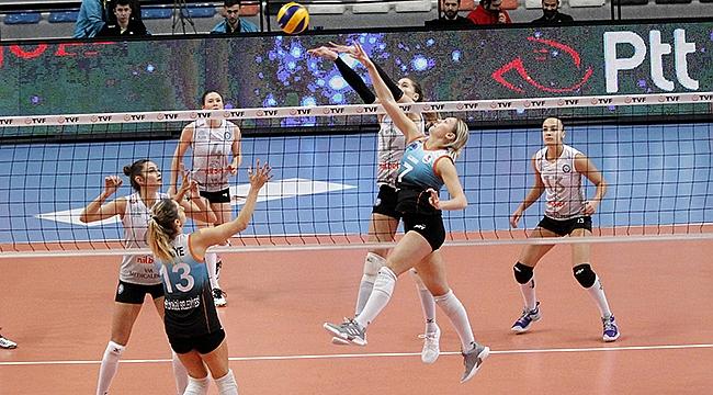 Nilüfer Belediyespor Altın Set'le Çeyrek Final'de