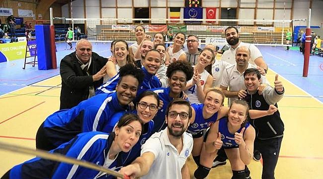 Özlem Çerçioğlu, Aydın Büyükşehir Belediyespor'u kutladı