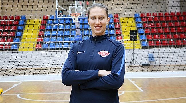 Türk Hava Yolları, Rahimova'yı transfer etti.