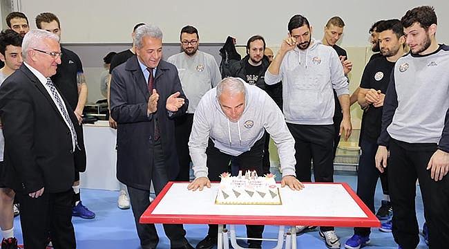 Ahmet Kavaz'a doğum günü sürprizi