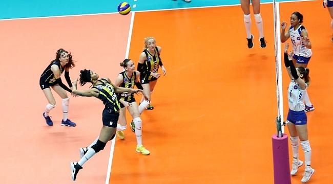 Fenerbahçe Opet'ten deplasmanda Halkbank'a set yok