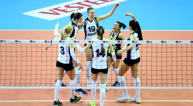Fenerbahçe Opet,  VakıfBank'ı devirdi finale yükseldi