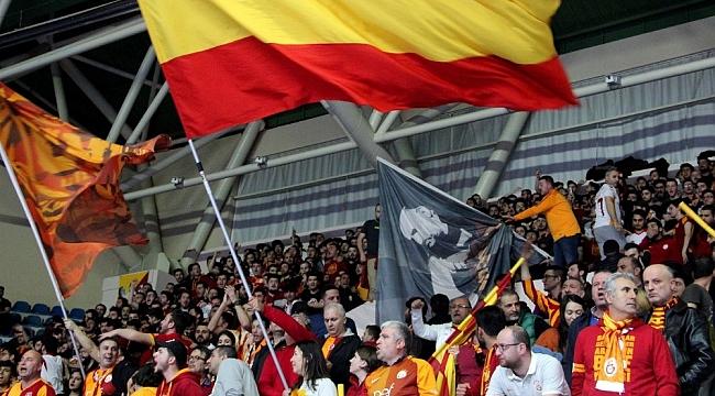 Galatasaray taraftarından Mustafa Cengiz'e büyük destek