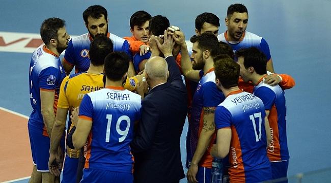 İlk yarı finalist İstanbul Büyükşehir Belediyespor