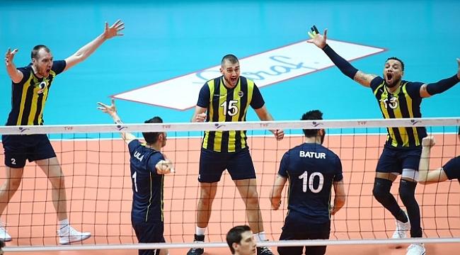 Fenerbahçe, Halkbank'ı yenerek finale yükseldi.