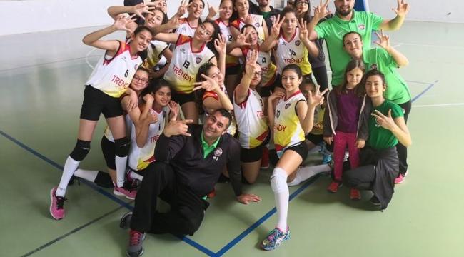 Mega Spor Kız Voleybol Takımı Türkiye finaline gidiyor