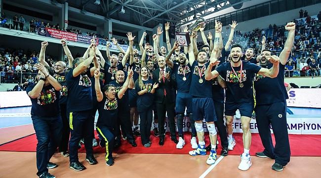 Fenerbahçe kupayı kaldırdı!