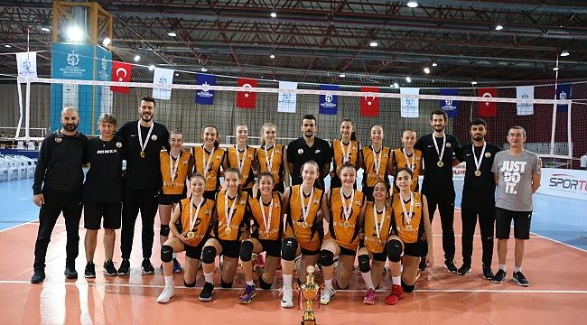 VakıfBank midi kızlar namağlup şampiyon
