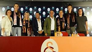 Galatasaray Bayan Voleybol Takımından 4 imza