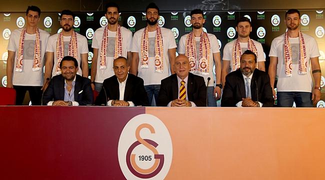 Galatasaray Erkek Voleybol Takımı'nda 7 imza
