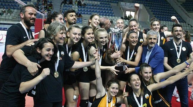 Genç kızlar şampiyonasında Vakıfbank şampiyon