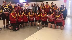 Avrupa Şampiyonu olan U16 Küçük Kız Milli Takımı yurda döndü