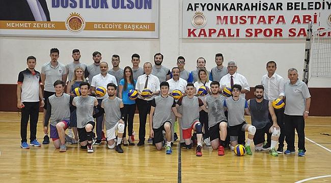 Afyon Belediye Yüntaş Voleybol Takımı yöneticileri yeni hedeflerini anlattı