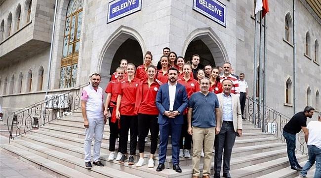Nevşehir Belediyesi voleybol takımı, Başkan Arı'yı ziyaret etti