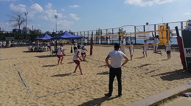 Plajın şampiyonu PELİ