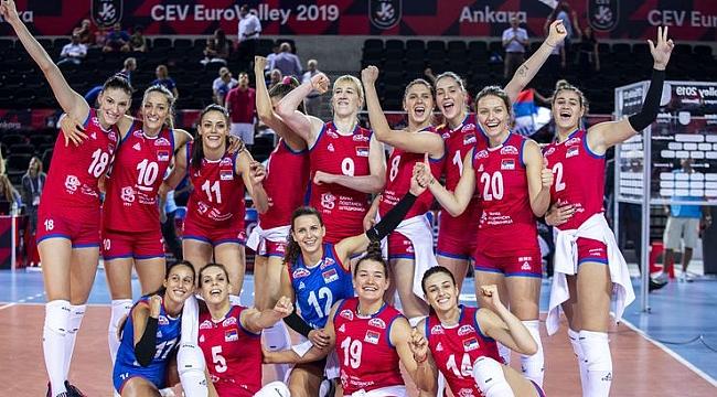 Son Avrupa şampiyonu Sırbistan, yarı finale yükseldi