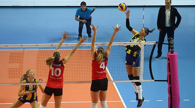 Fenerbahçe Opet, Sultanlar Ligi'ne galibiyetle başladı
