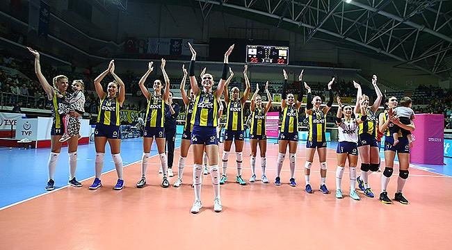 Fenerbahçe Opet Vakıfbank'a set vermedi