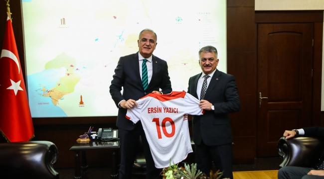 Başkan Üstündağ, Balıkesir'de Ziyaretlerde Bulundu