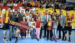 Galatasaray HDI Sigorta  liderliğini sürdürdü