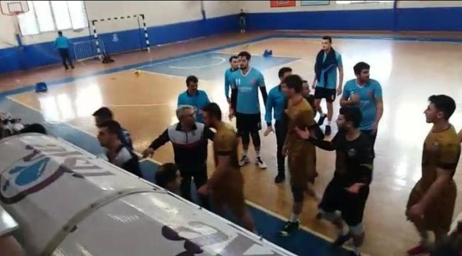 Voleybol Erkekler 1. Ligi maçında kavga! Polis müdahale etti
