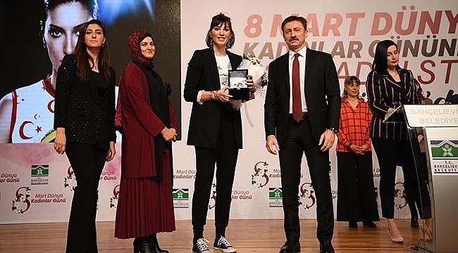 Filenin Sultanları, 'Yılın Öncü Kadın Spor Takımı' ödülünü aldı