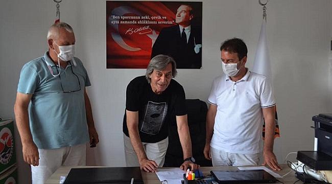 Şükrü Yengil Arhavi Voleybol ile imzaladı