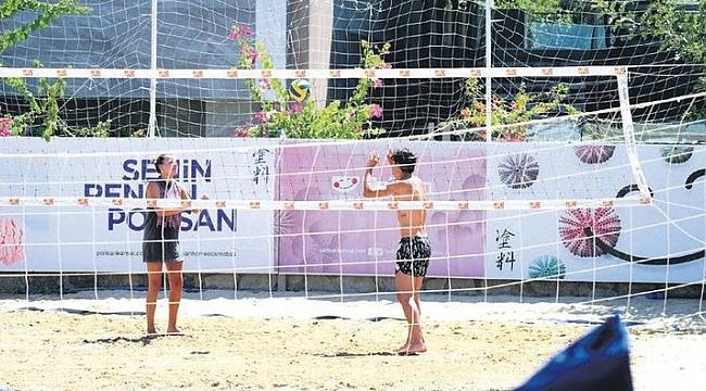 Plajda voleybol oynadılar