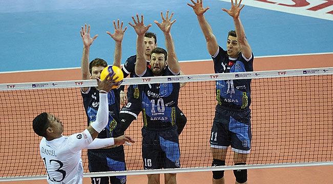 İzmir derbisinde Arkas Spor, Altekma'ya set vermedi