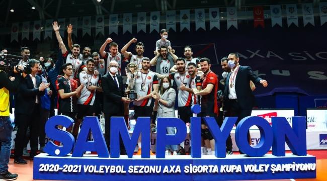 Kupa Voley'de Şampiyon Spor Toto