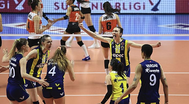 Fenerbahçe ile Eczacıbaşı finale çıkmak için karşılaşacak