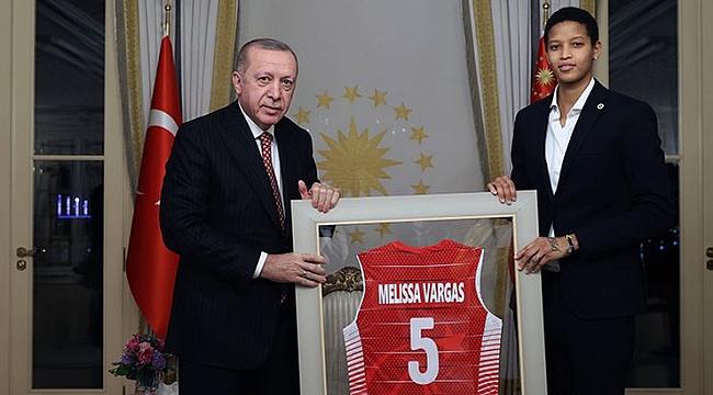 Fenerbahçeli Vargas, Türk vatandaşlığına geçti