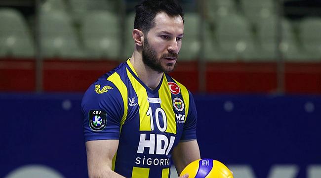 Fenerbahçe'de Emre Batur'un sözleşmesi uzatıldı