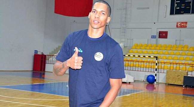 Kübalı Oyuncu Akkuş Belediyespor'da