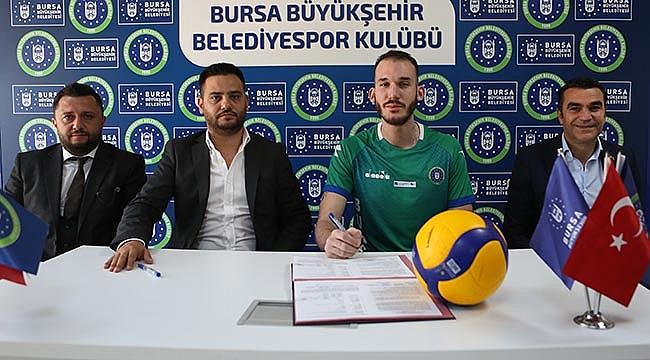 Burakhan Tosun Büyükşehir Belediyespor'a imza attı