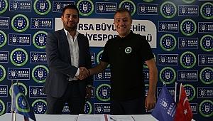 Bursa Büyükşehir Belediyespor'da Levent Zoroğlu imzaladı
