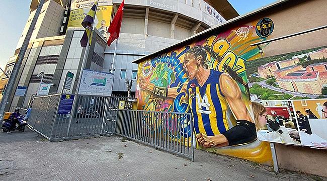 Fenerbahçe taraftarından Eda Erdem'e anlamlı hediye