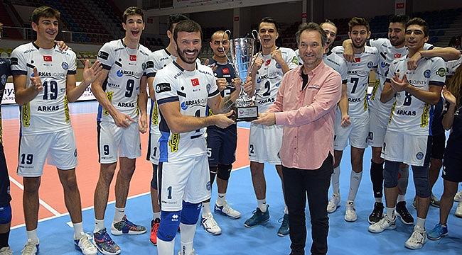 7. TSYD İzmir Voleybol Turnuvası'nda şampiyon Arkas Spor