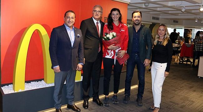Başkan Üstündağ'dan McDonalds'a Teşekkür Ziyareti